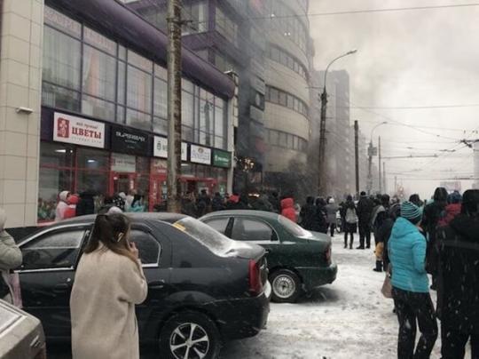 ВКирове зажегся ТЦ «Атлант»