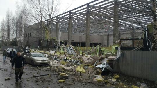 ВКирове могут возбудить уголовное дело после обрушения стены спорткомплекса