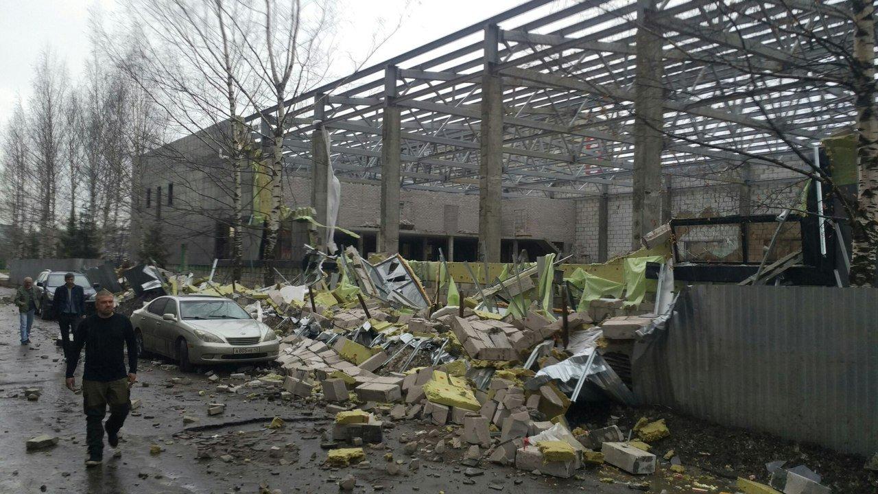Устроящегося спорткомплекса наВоровского рухнули стены